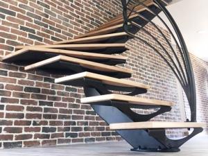 Escalier design métal demi tournant